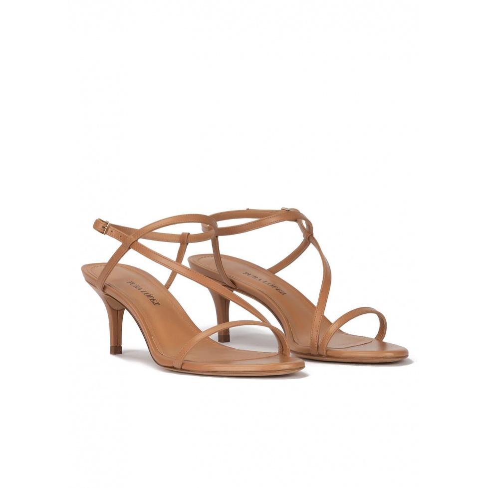Sandalias de tacón medio en piel camel