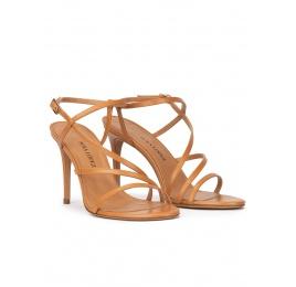 Sandalias de tacón alto en piel camel con diseño de tiras Pura López