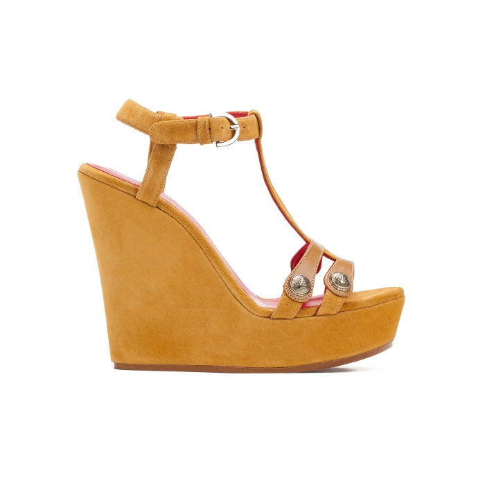 Wedge sandals in tobacco suede