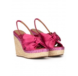 Bow detailed wedge sandals in fuchsia satin Pura López
