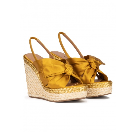 Wedge sandals in mustard yellow satin and natural raphia Pura López