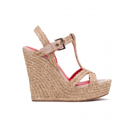 Wedge sandals in taupe raffia Pura López