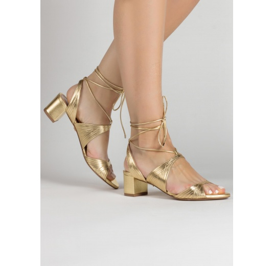 Lace-up strappy mid heeled sandals in gold metallic leather Pura L�pez