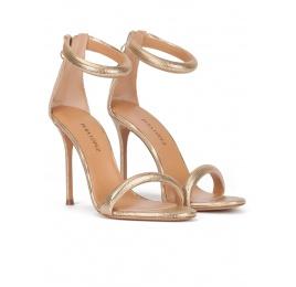 Sandalias de fiesta doradas con tacón alto en piel texturizada Pura López