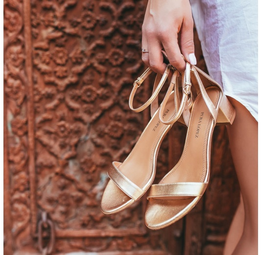 Strappy mid block heel sandals in gold metallic leather Pura López
