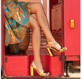 Sandalias de tacón alto ancho en piel efecto espejo color oro Pura López