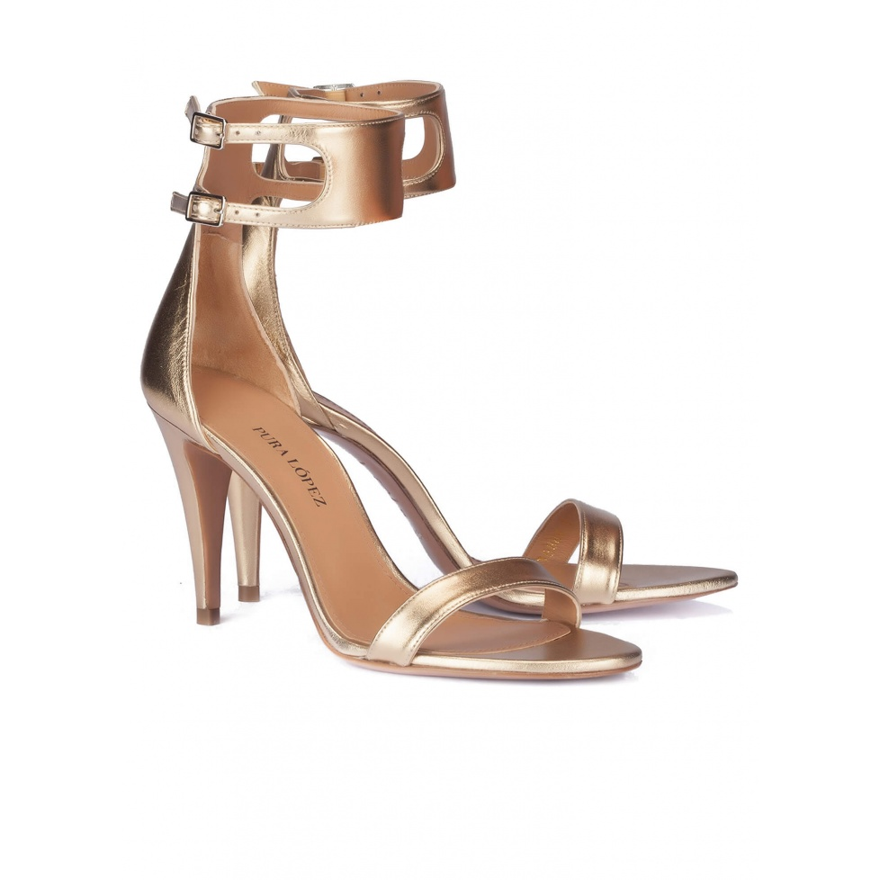 Sandalias doradas de tacón alto - tienda de zapatos Pura López