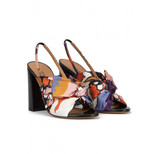 High block heel sandals in floral print fabric with bow detail Pura López