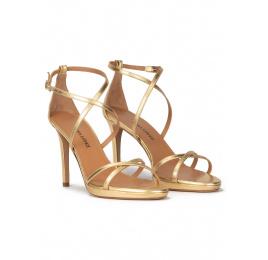 Sandalias de tacón alto realizadas en piel dorada con plataforma Pura López