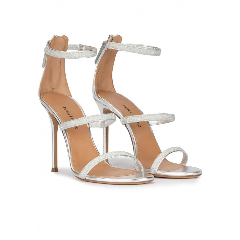 Sandales à talons hauts en cuir argenté et toile pailletée