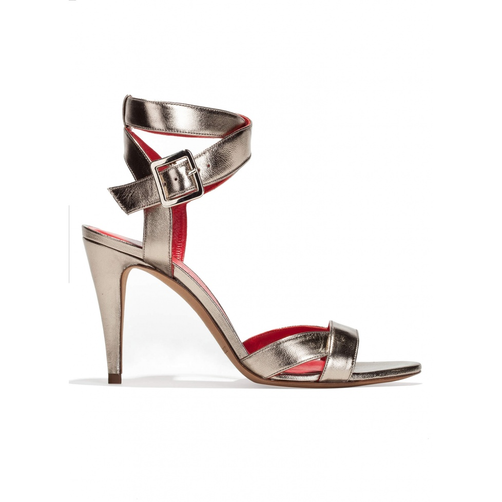 Strappy high heel sandals in platin metallic leather