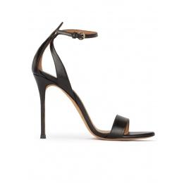 Sandalias negras de piel con tacón alto fino y pulsera en el tobillo Pura López