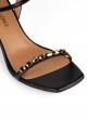 Sandalias negras de piel con tacón medio y cristales