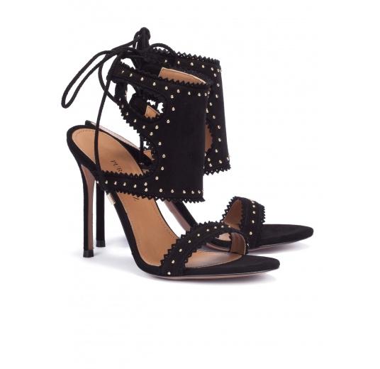 Sandalias negras de tacón en ante con microtachas Pura L�pez