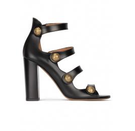 Sandalias negras de tacón alto ancho en piel con botones dorados Pura López