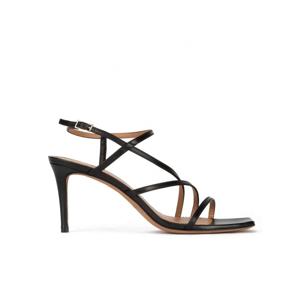 Sandalias negras de piel con puntera cuadrada y tacón medio