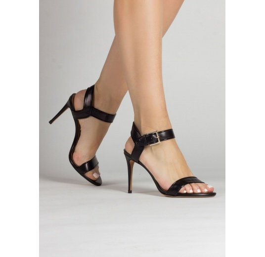 High stiletto heel sandals in black leather with patent piping Pura L�pez