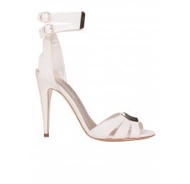 Ankle strap high heel bridal sandals in offwhite satin Pura López