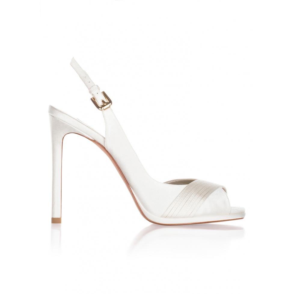 Sandalias de novia de tacón alto en raso blanco roto