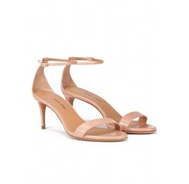Sandalias de medio tacón en piel nude con pulsera en el tobillo Pura López