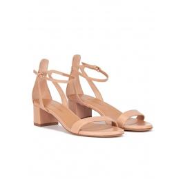 Sandalia de tiras de tacón medio ancho en piel nude con pulsera Pura López