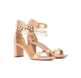 Mid block heel sandals in nude leather with flower trims Pura López
