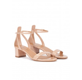 Nude ankle strap mid block heel sandals in patent leather Pura López