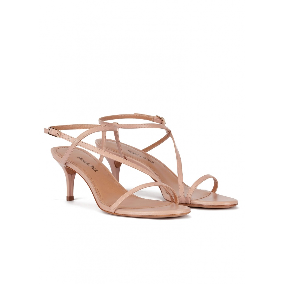 Sandalias de tacón medio en piel nude con finas tiras