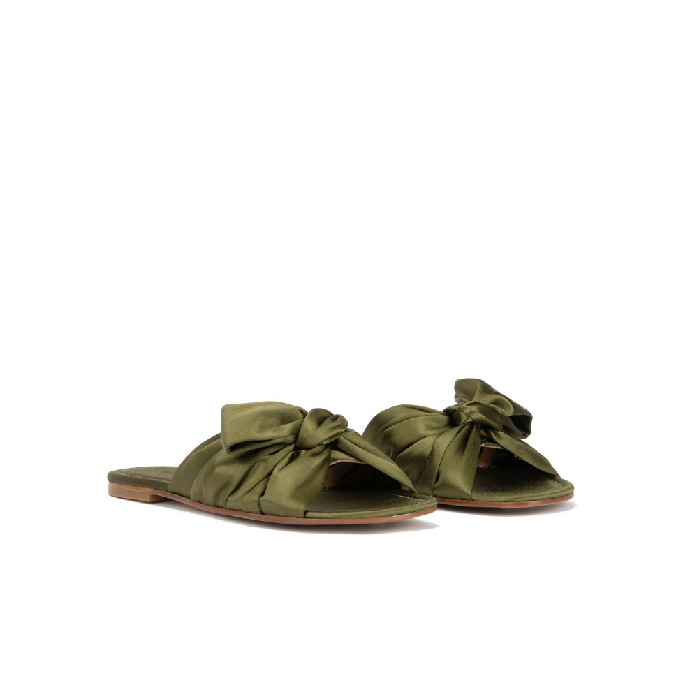 Bow detailed flat sandals in caqui green satin
