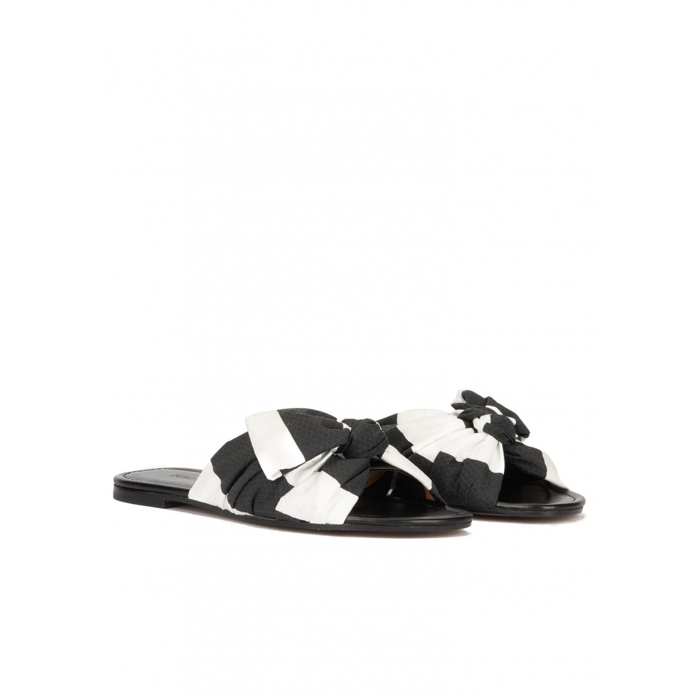 Bow-detailed flat sandals in black and white fabric