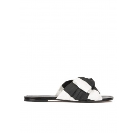 Bow-detailed flat sandals in black and white fabric Pura López