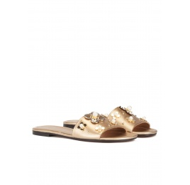 Flower-embellished flat sandals in golden metallic leather Pura López
