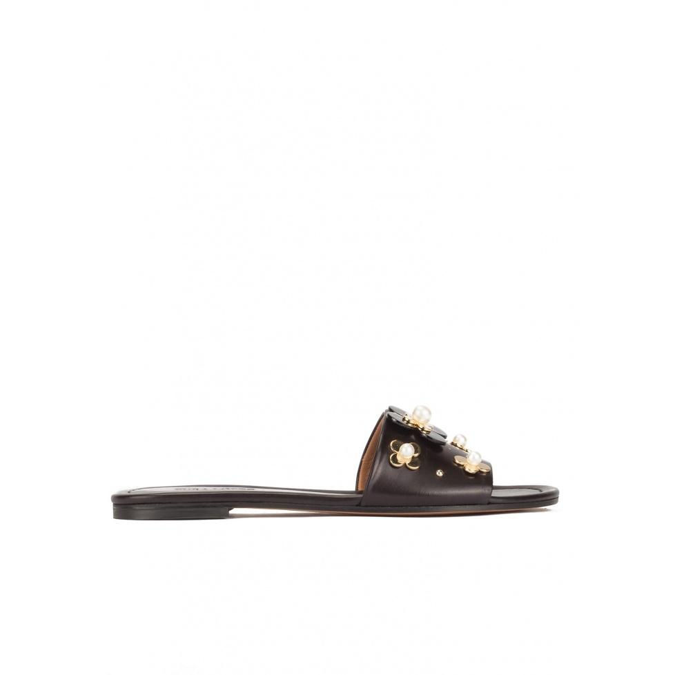 Flower-embellished slides in black leather