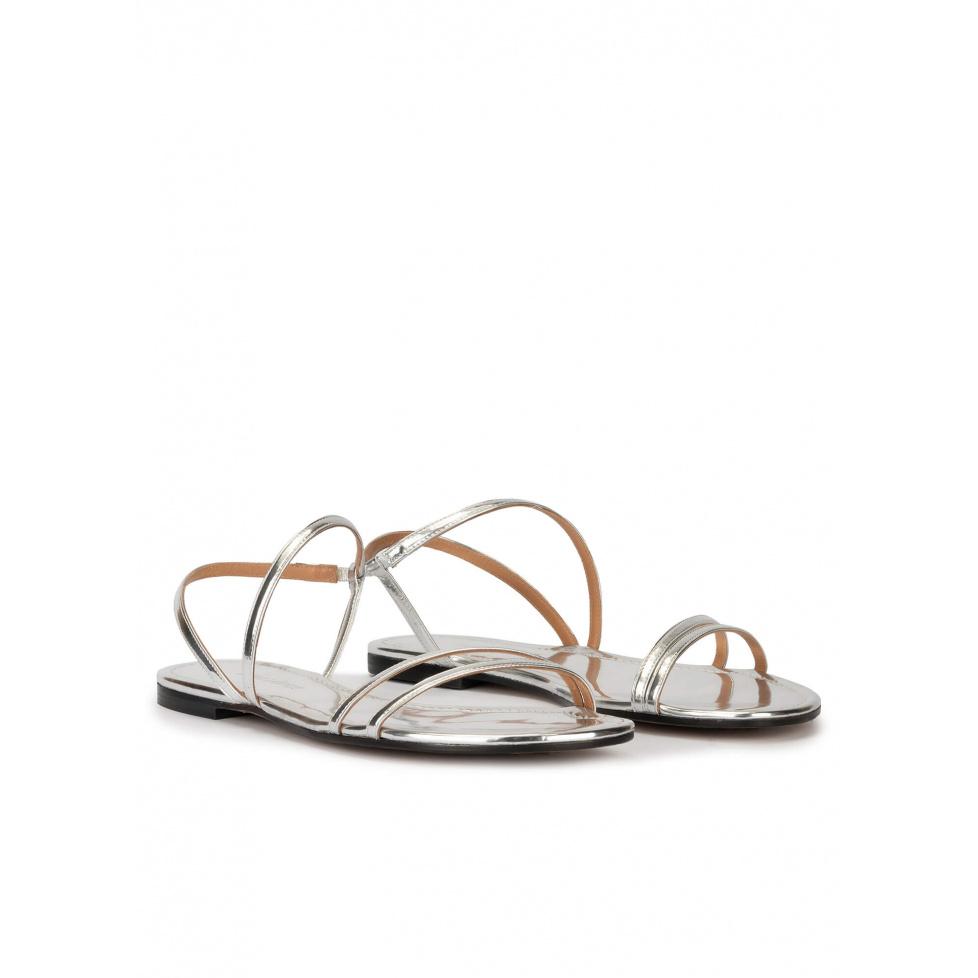 Sandales plates à brides en cuir métalisé argenté