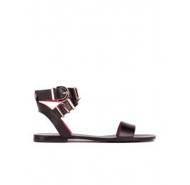 Flat sandals in black leather Pura López