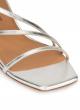 Sandalias plateadas de tiras con tacón medio curvo