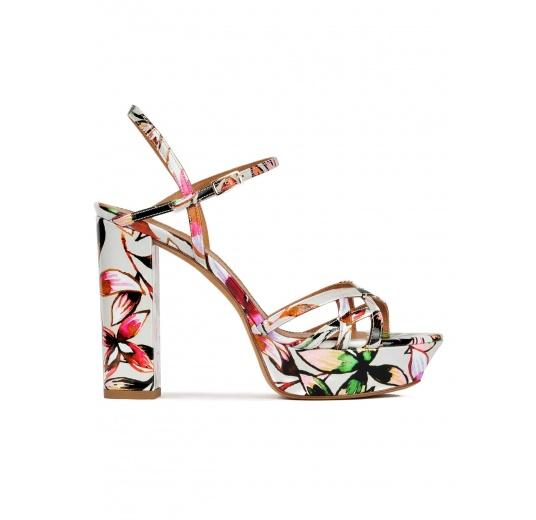 Sandales plates-formes en tissu verni à imprimé fleuri Pura López