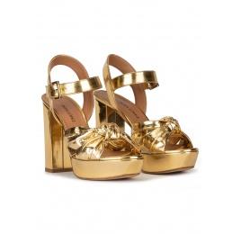 Sandalias de plataforma y tacón alto en piel oro efecto espejo Pura López