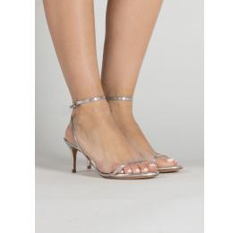 Sandalias metalizadas de medio tacón con finas tiras en color plata Pura López