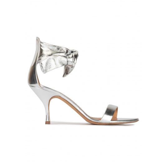 Knotted mid heel sandals in silver leather Pura López