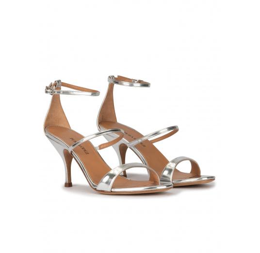 Sandales à talons moyens en cuir métallisé argenté Pura López