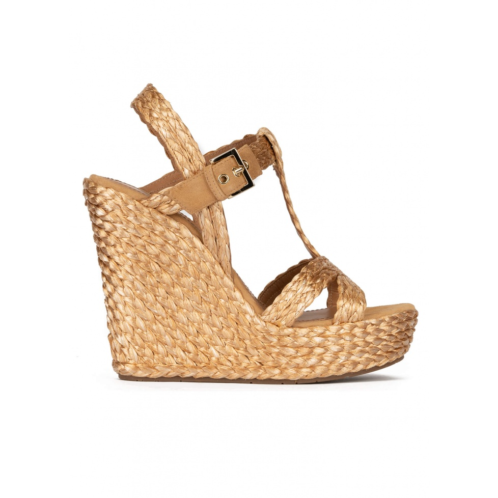Wedge sandals in bronze raffia