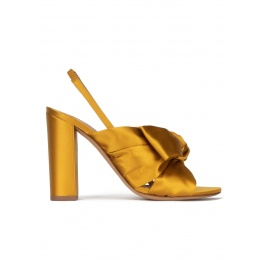 Bow-detailed high block heel sandals in mustard satin Pura López