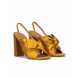 Bow-detailed high block heel sandals in mustard satin Pura López