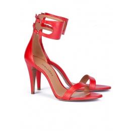 Sandalias rojas de piel con doble pulsera Pura López