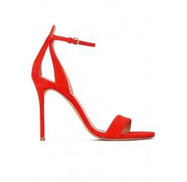 Sandalias de tacón en ante rojo con pulsera Pura López
