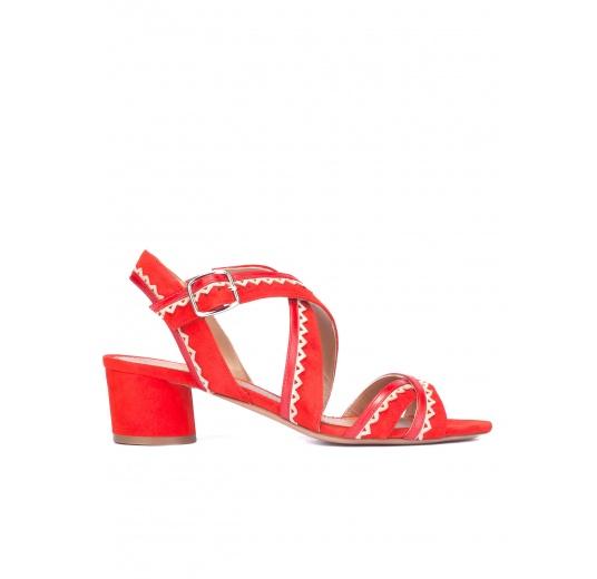 Sandalias de tacón ancho en ante rojo con tiras cruzadas Pura L�pez
