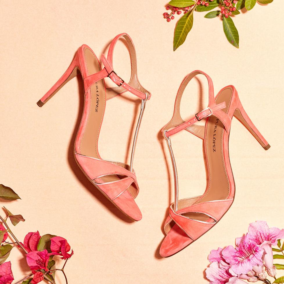 Sandalias con tira en T de tacón alto en ante rosa coral