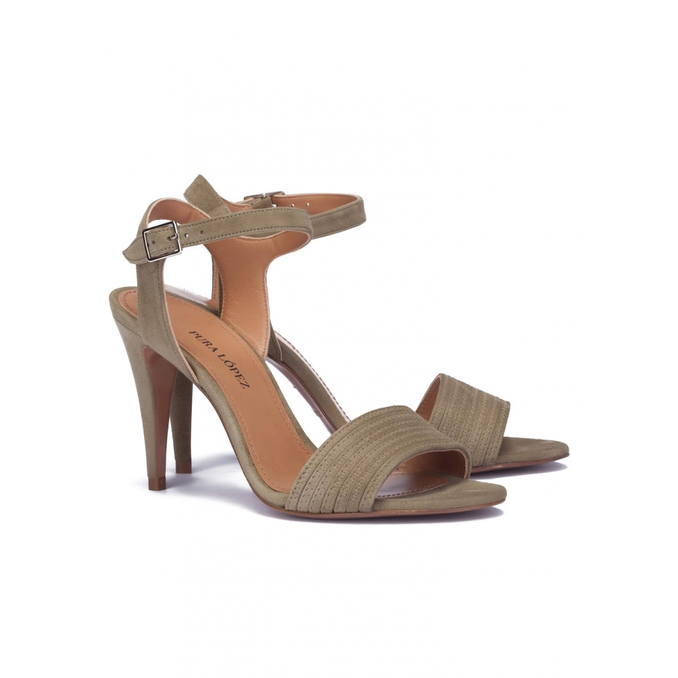 Heeled sandals in kaki suede