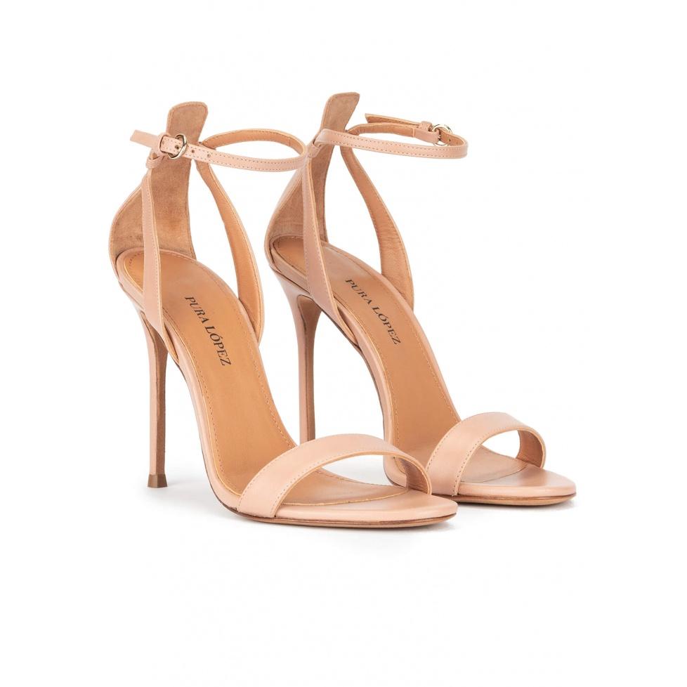 Sandalias de tacón alto fino en piel nude